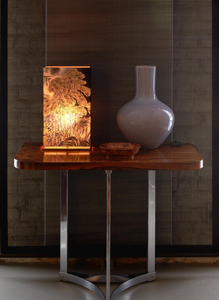 Lampe mit handgefertigtem dekorativem Stoffschirm einer massiven Messing Basis